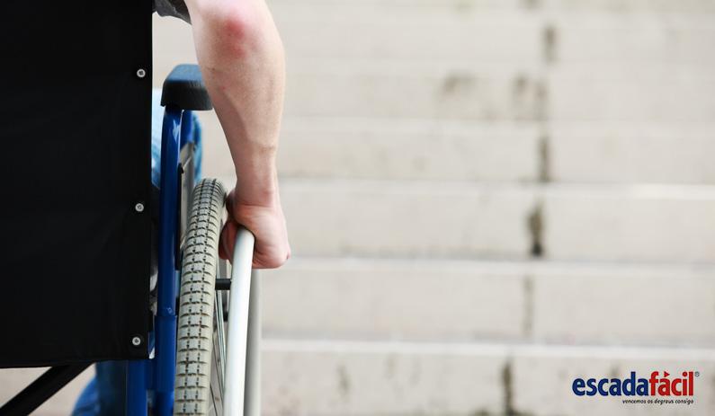 Acesso em escadas para deficientes motores