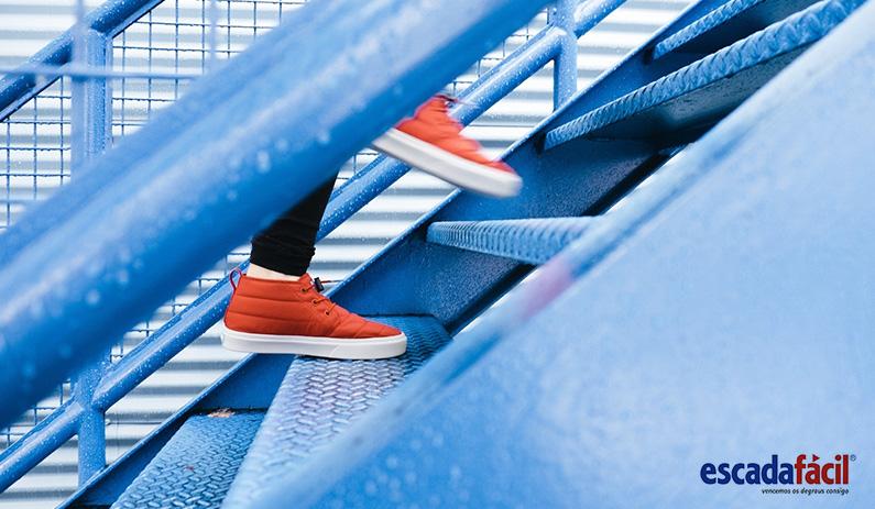 Dificuldade em subir e descer escadas